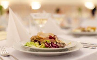 5 Pomysłów na styl posiłków weselnych dla nowożeńców