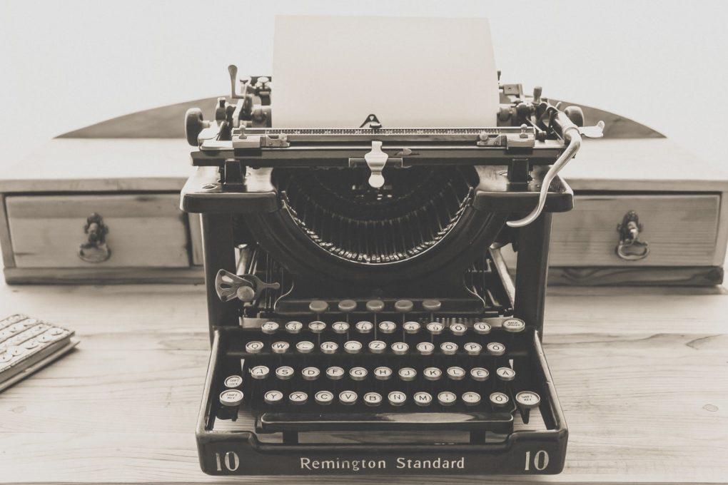 księga gości w formie maszyny do pisania
