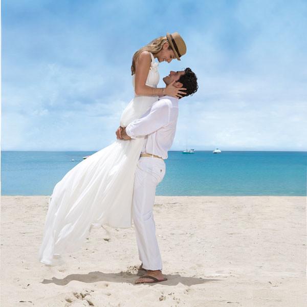 para młoda na plaży